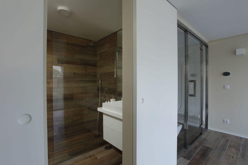 Projeto de arquitetura e design de interiores, casa de banho. CódigoDesign