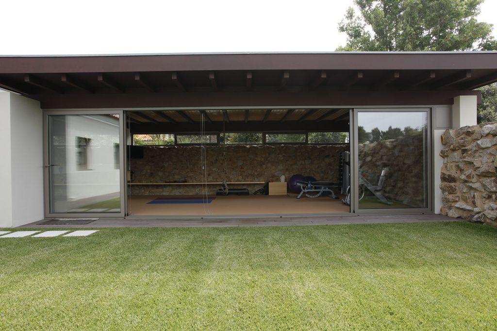 Projeto de arquitetura e design de interiores, jardim e ginásio. CódigoDesign